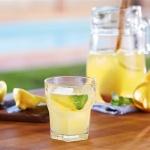Agua con limón. Beneficios de beber agua tibia con limón cada día.